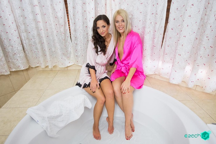 Czech VR 122 - Kristy Black & Sweet Cat Bath fun