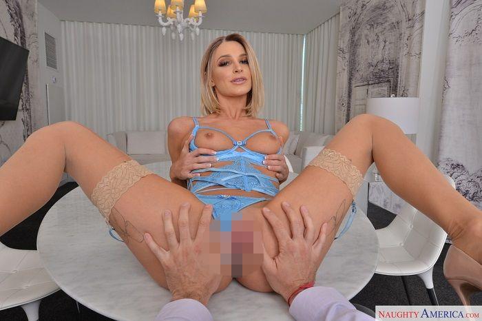 Emma Hix fucks you in her hotel room VR!!!