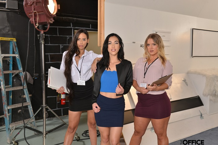 Diana Grace saves Andreina Deluxe's and Candice Dare's jobs by tag teaming the director